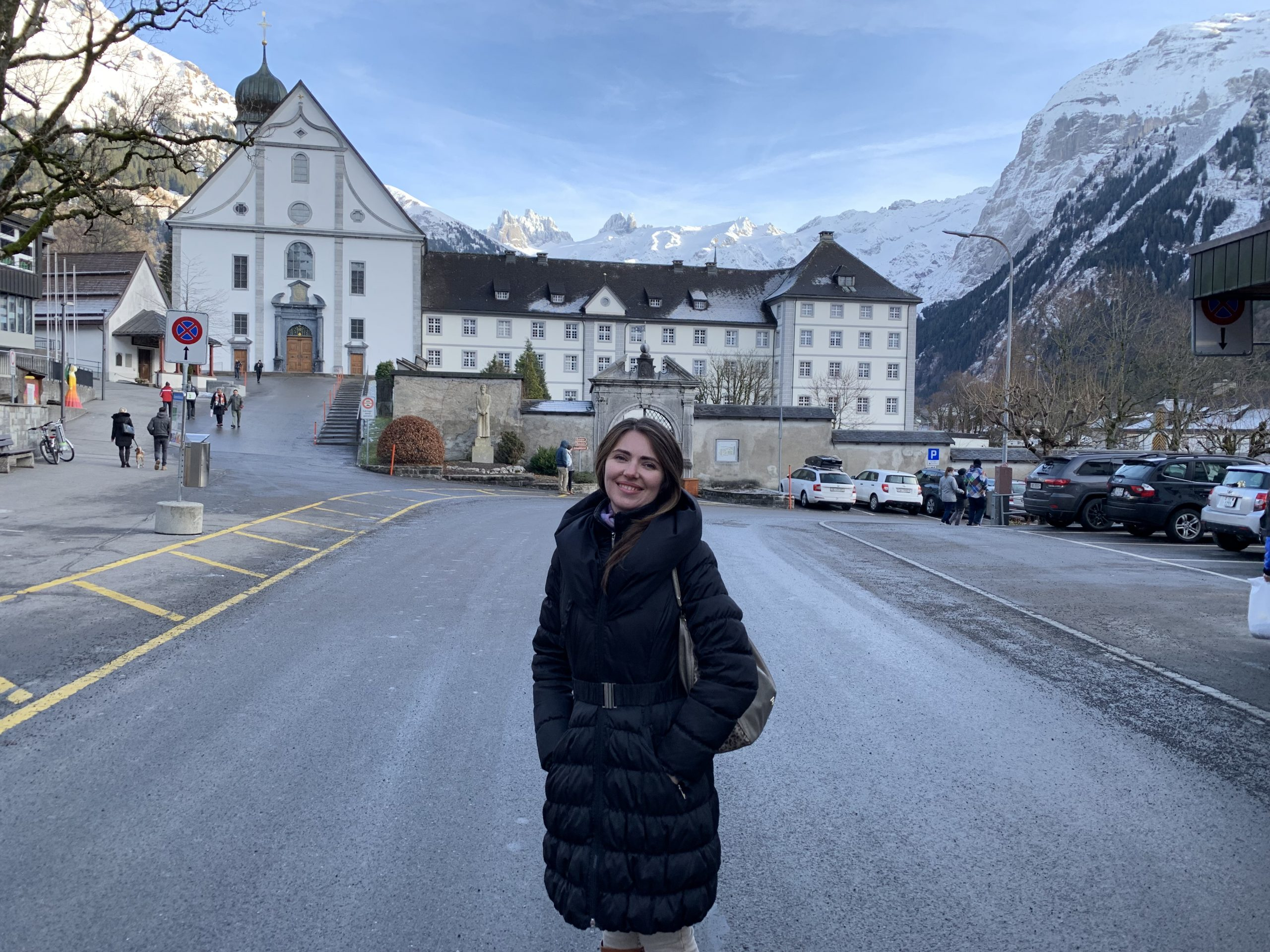Манастир в подножието на планината на Ангелите в Швейцария